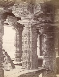 Close view of column in the Sarasvati Temple, Gadag 10031919